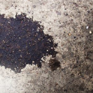 Usuwanie plam olejowych, sadzy i tłuszczów